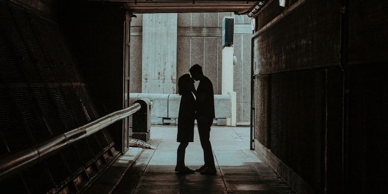 Tinder gera amor em confinamento